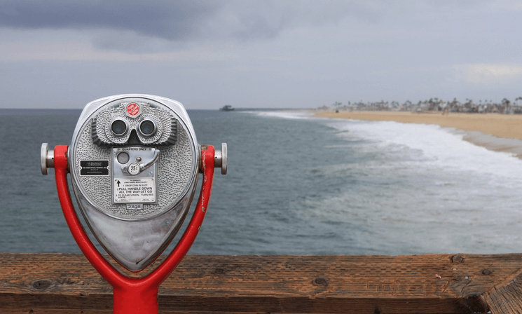 Image of a quarter-binoculars machine looking over the beach